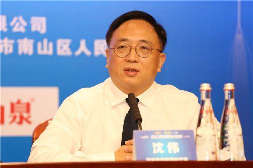 4.智美体育集团高级副总裁沈伟博士回答记者提问 毛志亮 摄
