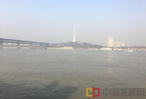 喜见长江清水天际流