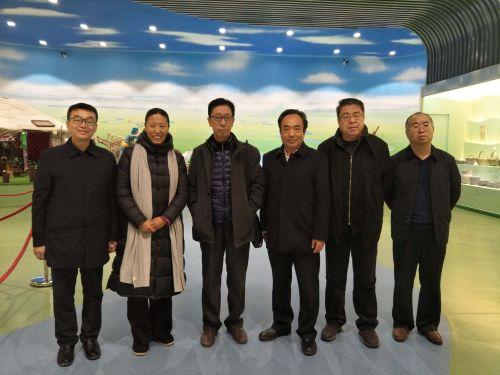 2合影留念(右一:和林县南山文化产业园总经理王瑞生)