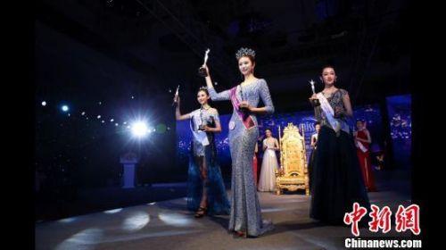 2017世界旅游小姐中国区总决赛冠亚季军亮相。 齐建文 摄