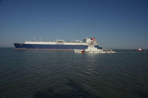 天津海事执法船艇全程严密管控 (1)