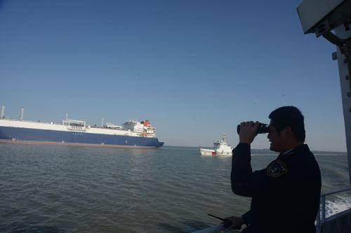 天津海事执法船艇全程严密管控 (2)