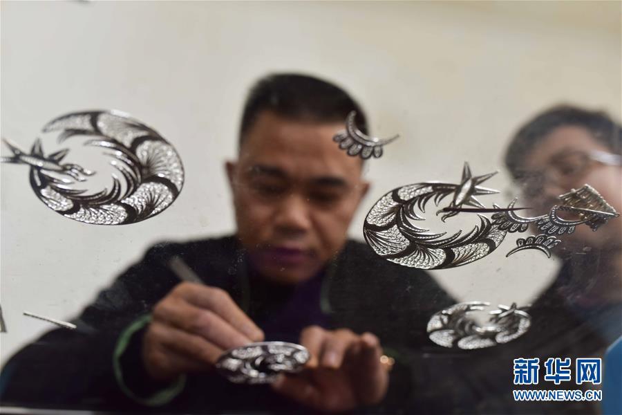 贵州丹寨:苗族银饰锻制技艺