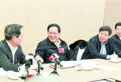 上海代表团举行全团会议 李强应勇答记者问