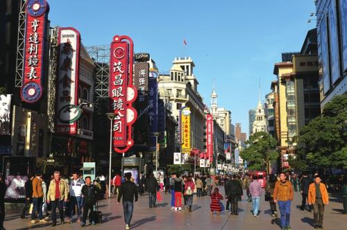 黄浦区南京东路步行街。郭长耀/摄