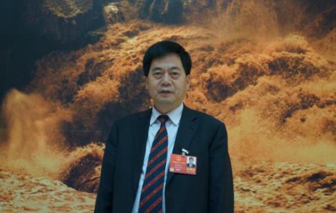刘汉如代表:推广重型卡车使用使用符合国情的甲醇燃料