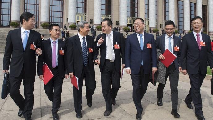 上海代表团返沪,提交21件议案