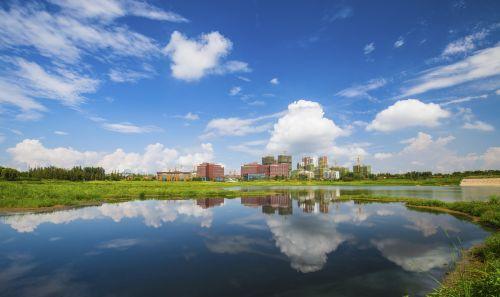 蓝天白云下的青岛国际经济合作区 薛涛 15610077998 18560461538