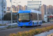 座旁USB接口、35厘米踏板高度……沪上首条BRT今通车,人性化设计随处可见