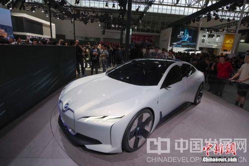2018北京车展开幕 多个厂家展出新款电动汽车