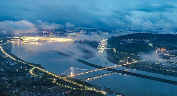 湖北宜昌:云雾缭绕夜三峡