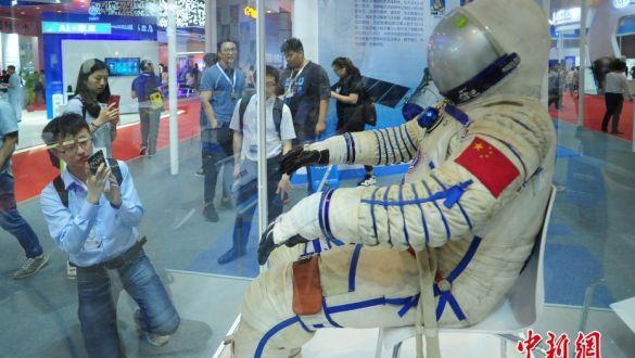 第二届世界智能大会在天津梅江会展中心开幕