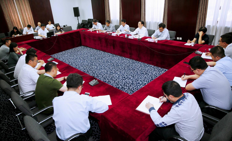5月18日下午,奉贤城管经验走进建设部。图为庄木弟正在向建设部城管局全体工作人员介绍奉贤城管经验。