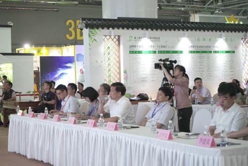 """在第二届国际茶叶博览会期间,浙江省丽水举行了一场以""""泡茶问丽水""""为主题的水推介会。徐冀 摄"""