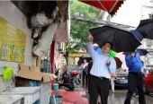 下雨天,奉贤区委庄书记暗访弄堂和背街小巷