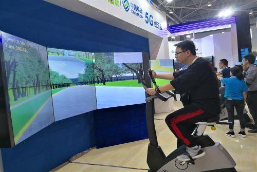 人在数博 车在贵安  5G带你体验自动驾驶VR让你身临其境