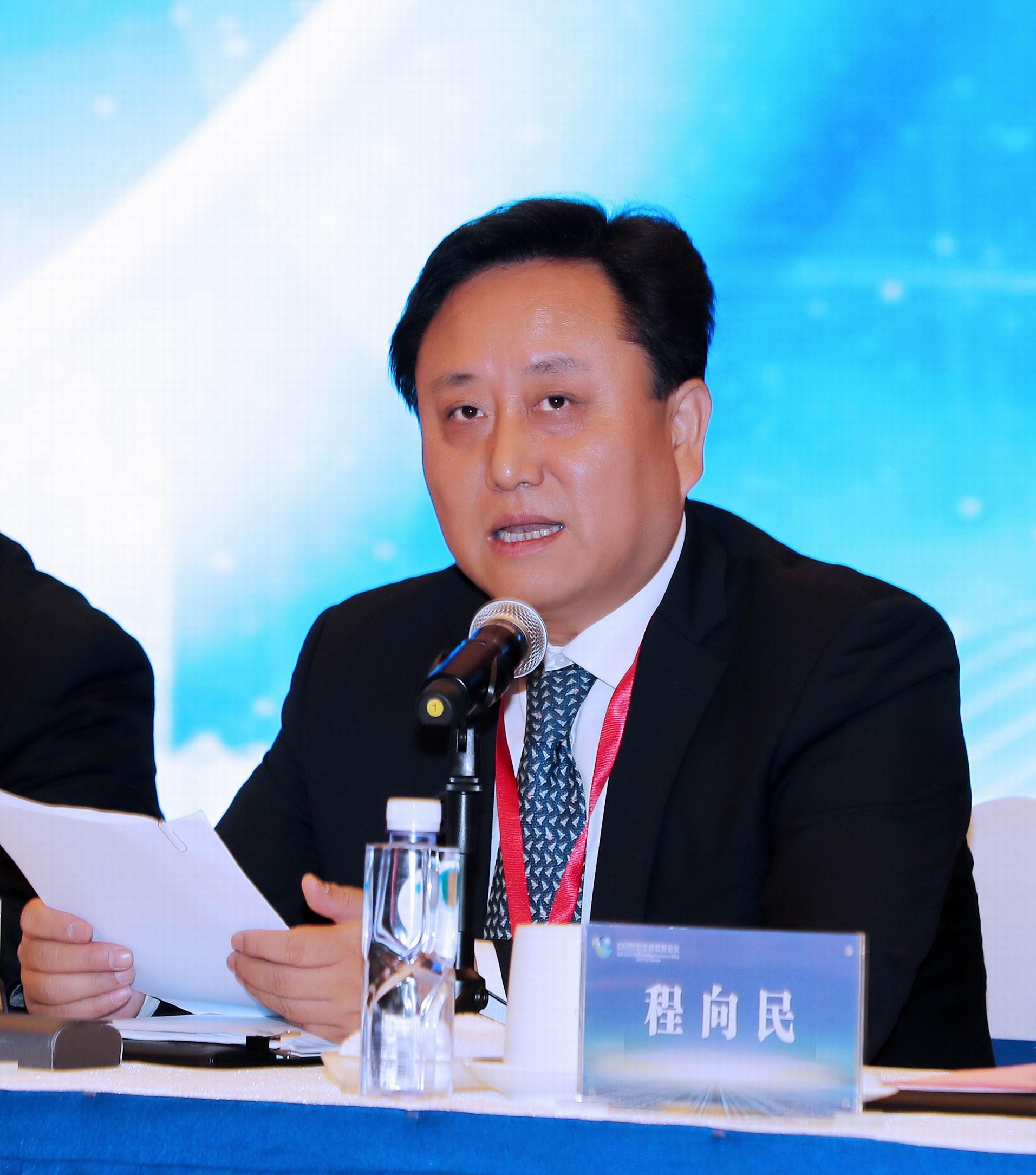 中共松江区委书记程向民在联席会上致辞。鲍筱兰摄