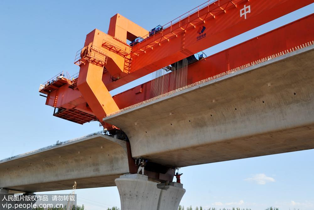 我国首条智能化高速铁路京张高铁加紧施工