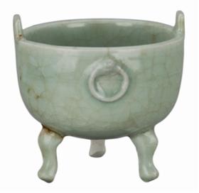 南宋龙泉窑青釉兽耳衔环直口深弧腹鼎式瓷炉
