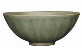 南宋龙泉窑青釉刻花莲瓣纹瓷碗