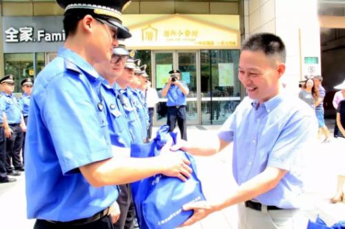 杨浦区城管执法局召开了领导班子宣布会