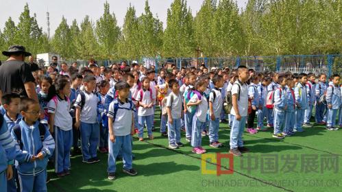 北京十三中附小:学农懂感恩 学军知责任