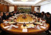 中方与埃克森美孚公司签署战略合作框架协议