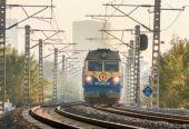 """""""十一""""假期铁路运输明日启动 各地铁路部门公布假期运输方案"""