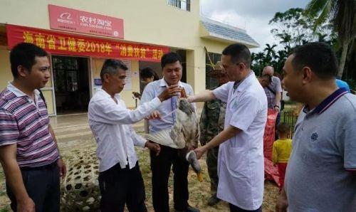 """图为海南省卫生健康委2018""""消费扶贫""""活动现场。"""