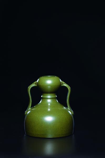 清乾隆蟹壳青釉 如意绶带耳葫芦瓶