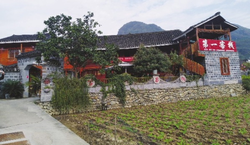 图为贵州铜仁江口县云舍村内一户居民开办的农家乐。栾相科/摄