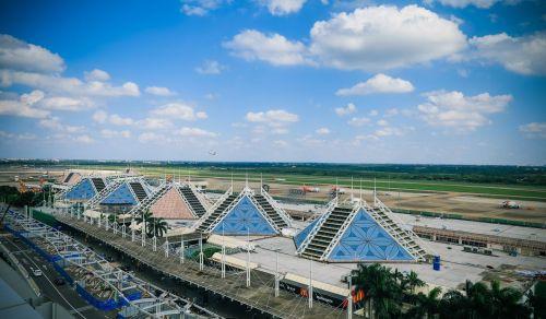 2016年5月,美兰机场机坪塔台正式投入运行,美兰机场成为民航中南地区首家、国内第三家实行机场管理航空器机坪运行工作的机场。_副本