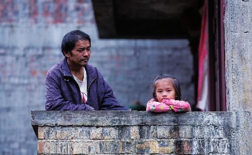 ⑤青壮年大都外出打工,村里主要是老人、妇女和儿童留守。