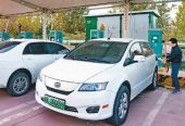 """买车易充电难 新能源车距离""""一车一桩""""还有多远?"""