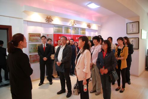 省社会科学院师生参加中院公众开放日活动