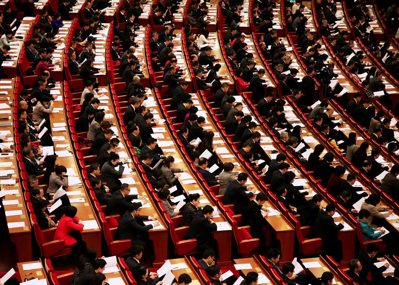 1月27日,上海市第十五届人民代表大会第二次会议在世博中心举行。记者鲍筱兰摄 (1)