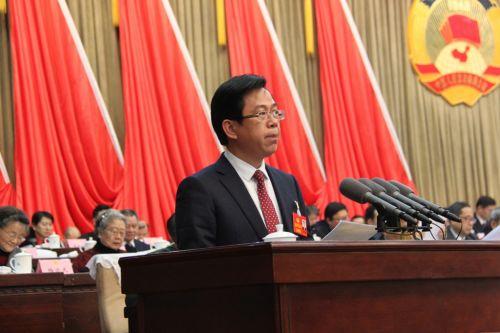 江西省政协委员,吉安市政协副主席,吉安市工商联(总商会)主席(会长)徐年春发表讲话