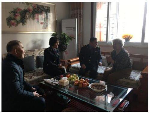 潍坊高新市场监管局走访辖区内高龄老人