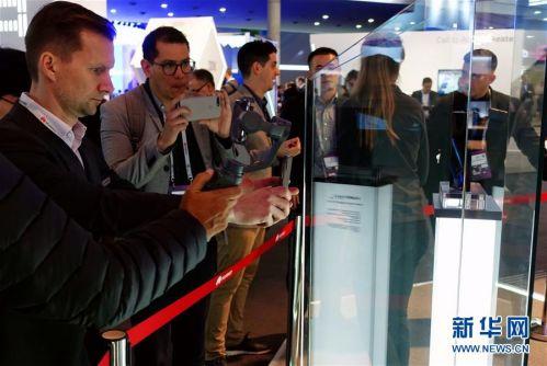 (国际·图文互动)(8)华为推出首款5G折叠屏手机Mate X