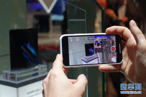 (国际·图文互动)(7)华为推出首款5G折叠屏手机Mate X