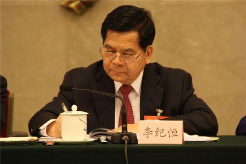 内蒙古代表团团长、内蒙古自治区党委书记李纪恒