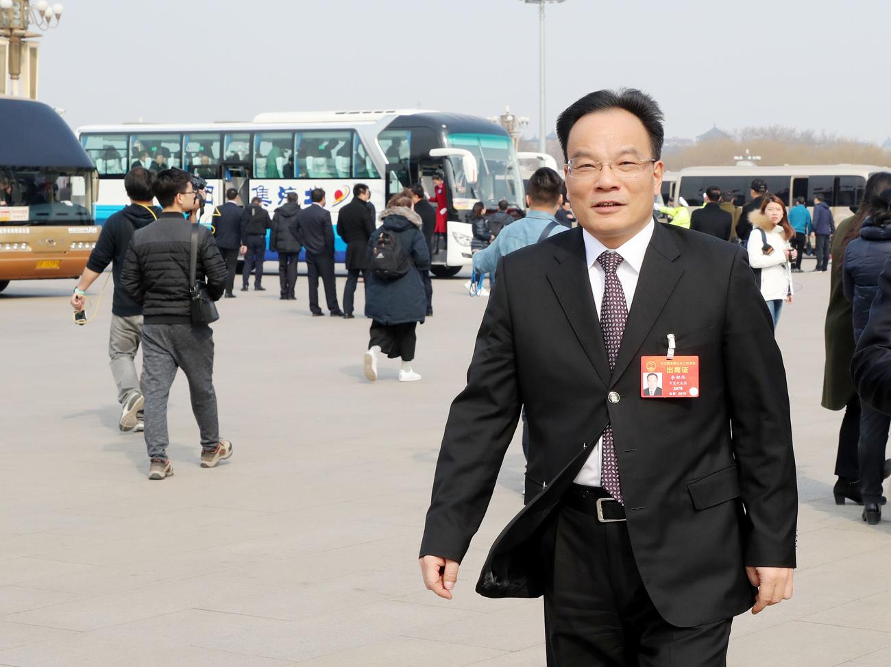 全国人大代表、宁夏石嘴山市市长李郁华。