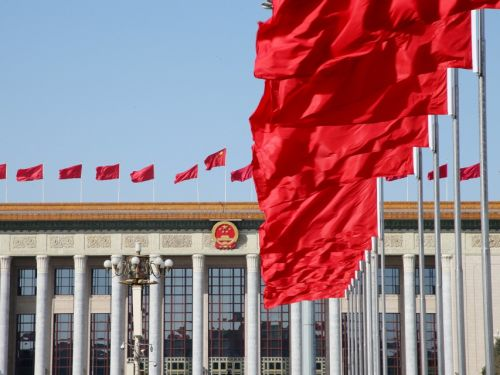 彩旗猎猎,北京长鸿。