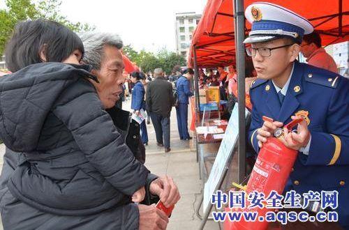 福建龙岩市连城县消防大队开展消防产品伪劣辨别宣传