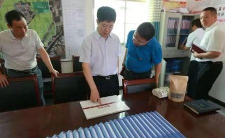 岳华峰在调研脱贫攻坚时强调:要让贫困群众感受实实在在的福祉
