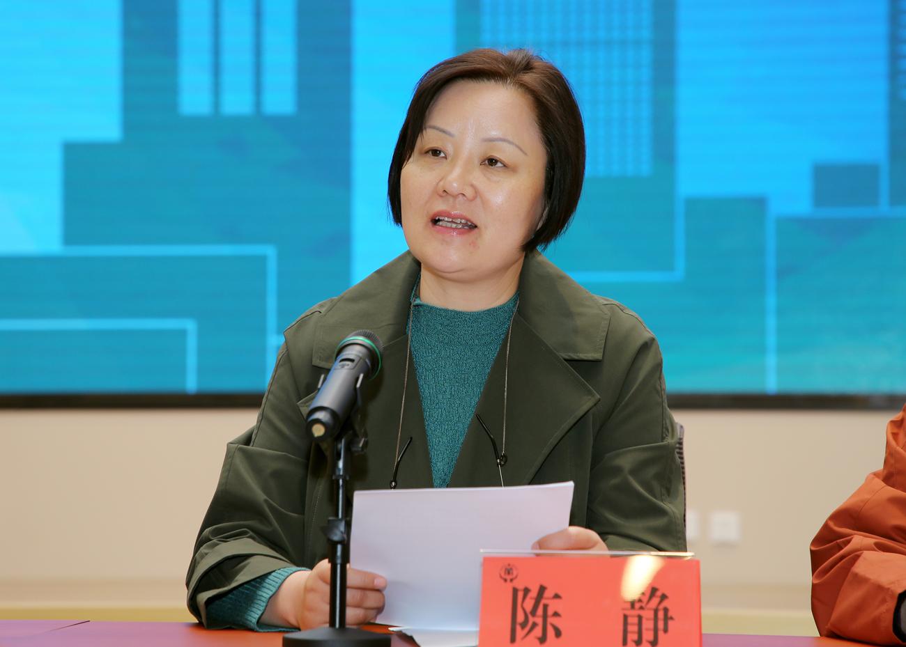 奉贤区民政局局长陈静在发布会上公布奉贤最新养老服务统计数据。
