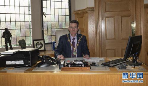 """(国际·图文互动)(1)专访:保持英爱边境开放对北爱地区""""至关重要""""——访英国北爱尔兰边境城市德里市市长"""