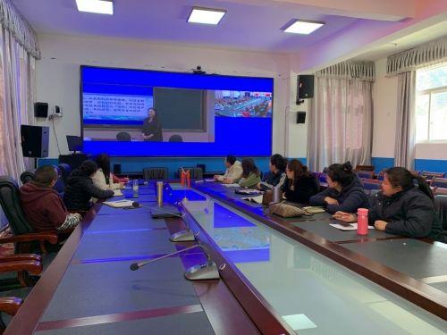 图为中山市实验中学与西藏工布江达县中学开展同步教研活动