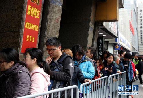 """(图片故事)(7)青团为什么这么""""红""""?——探访上海老字号""""网红青团"""""""