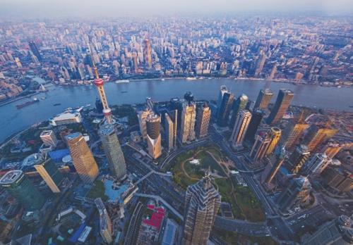 目前,上海自贸区正持续推进金融开放步伐,出台了扩大银行业、证券业、金融市场等金融服务业对外开放的25条意见。中国经济导报记者张朝登/摄